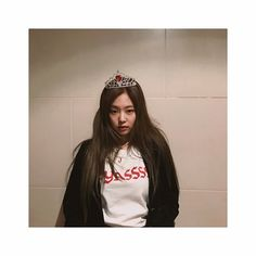 [IG] 170410 blackpinkofficial: #BLACKPINK#JEN#YASSSS#J#LOVEEETHSSHRT#RED #ISTHETHEMETODAY ❤ Hello BLINKs?❣️ borrowed jisoo's crown cuz it matched my #YASSSS t-shirt 💋 i know you guys probably heard it enough but I MISS MY BlINKERS !