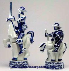 El Quijote y Sancho Panza, protagonistas de El Quijote en la novela universal de Cervantes.    Figuras de una seria limitada realizada en conmemoración de El Quijote.