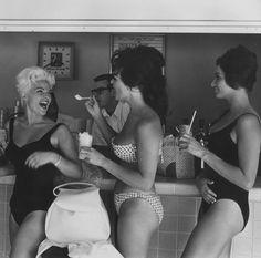 retrogirly: Bathing beauties in Las Vegas, 1960
