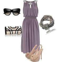 El color gris siempre será uno de los mejores aliados para vestir a las invitadas