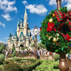 Christmas time is in the air! Share the magic of the holidays at @waltdisneyworld, the happiest place on earth! ☃️❄️ #DisneyWorld #DisneyHolidays #WinterSunderland