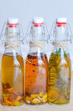 Make delicious homemade infused olive oils for your friends and family. Garlic, lemon, and rosemary infused olive oils great as gifts. Garlic Infused Olive Oil, Flavored Olive Oil, Flavored Oils, Infused Oils, Homemade Food Gifts, Homemade Spices, Homemade Seasonings, Homemade Vanilla, Olive Oil Uses