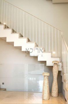 גלריית מעקות ברזל מעוצבים | אריכא House Stairs, Stair Railing, House In The Woods, Home Living Room, Home Interior Design, Scale, House Design, Building, Chen