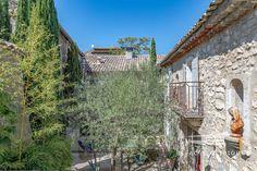 Pas besoin d'un grand jardin pour avoir une piscine! - Esprit Laïta Aix En Provence, Surface Habitable, Cabin, House Styles, Home, En Suite Bedroom, Parking Spots, Beautiful Gardens, Cabins