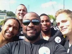 Selfie: Coach Tomlin with the team captains !!! :)