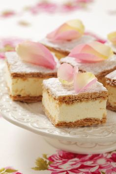 Papal Cream Cake / Kremowka Papieska - Puff Pastry with Vanilla Cream. Tea Recipes, Sweet Recipes, Dessert Recipes, Frozen Puff Pastry, Afternoon Tea Parties, Tea Sandwiches, Tea Cakes, High Tea, Eclairs