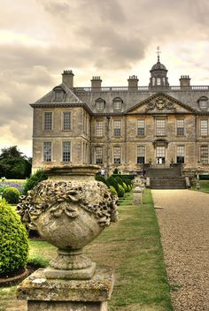 Belton House, Grantham, Lincolnshire, England - (English country, to the manor… English Country Manor, English Manor Houses, English House, English Countryside, English Castles, Beautiful Buildings, Beautiful Places, Beautiful Life, Belton House