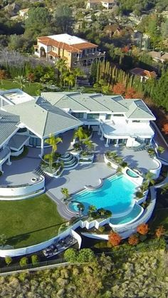 Luxury mansion with huge backyard pool inspirations ideas, design ideas, luxury homes, dream house, luxury design Dream Mansion, Luxury Homes Dream Houses, Dream Homes, Dream House Exterior, House Goals, Luxury Apartments, Modern Luxury, Modern Contemporary, My Dream Home
