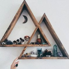 I can't even describe how much I love this triangle shelving from @roughxtumbled & the sweet new vibes it brings to our bedroom. My crystals love it & I can't stop starring (the moon is an agate slice I had already that matched the wood perfectly) #Regram via @torycakes_