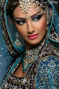 Asian bridal makeup is vibrant and dramatic, keeping in theme with the bold colored clothing and grand wedding themes. Here are some Indian bridal makeups. Asian Bridal Makeup, Indian Makeup, Indian Beauty, Beautiful Eyes, Beautiful Bride, Beautiful People, Beautiful Women, Moda Indiana, Beauty And Fashion