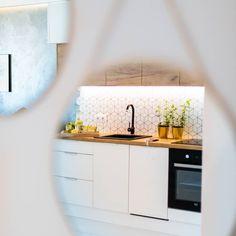 Okrągłe lustra i ich magiczną moc ukazywania rzeczywistości :) #interiordesign #interior #gold #projektywnetrz #wnetrza #wnetrzazesmakiem… Double Vanity, Kitchen Cabinets, Interior Design, Bathroom, Projects, Home Decor, Restaining Kitchen Cabinets, Nest Design, Washroom