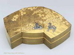 Japanese Maki-e Gold laquer small box ,  la collection de Marie-Antoinette , France.