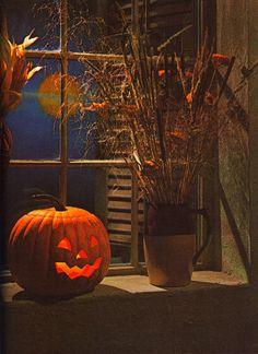 Halloween is my favorite holiday. Retro Halloween, Spooky Halloween, Rustic Halloween, Halloween Window, Halloween Painting, Halloween Pictures, Holidays Halloween, Halloween Pumpkins, Halloween Crafts