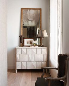 hollywood-glamorous-decorating-glam-decor-bedroom-dresser-mirror-elegant
