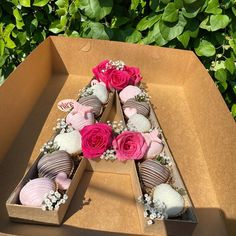 Chocolate Hearts, Chocolate Box, Chocolate Dipped, Candied Strawberries Recipe, Chocolate Covered Strawberries, Valentines Sweets, Birthday Wallpaper, Sweet Box, Candy Apples
