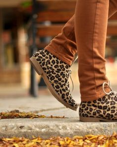 Burnt orange + leopard..i guess it works like that too!