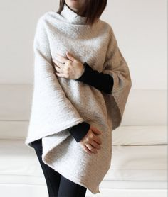 Wool sweater cape white cream knitted poncho par Afycollection