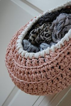 Once upon a time, I was on Pinterest when I saw a picture of a beautiful hanging basket.  I clicked on the link and it led me to a page with another link to a pattern for it, but the pattern…
