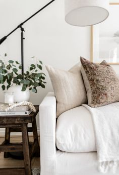 Modern Contemporary Living Room, Living Room Modern, Home And Living, Living Room Designs, Simple Living, Cute Living Room, Living Room Update, Cozy Living Rooms, White Couch Living Room