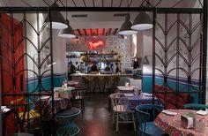 'NIÑO VIEJO' - México LINDO Y QUERIDO Entre casual e informal, la taquería de Albert Adriá y Paco Méndez recuerda a cualquier cantina mexicana a través de sus paredes desgastadas (a propósito), manteles floreados, preciosos azulejos y una cocina/barra vista en la que el entretenimiento está asegurado.