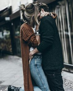 Flirting moves that work on women photos images quotes today Cute Couples Cuddling, Cute Couples Texts, Cute Couples Goals, Couple Picture Poses, Cute Couple Pictures, Girl Pictures, Boyfriend Goals Relationships, Boyfriend Goals Teenagers, Relationship Goals