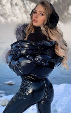 Glamouröse Outfits, Leder Outfits, Tight Leather Pants, Vinyl Clothing, Wet Look Leggings, Hipster Girls, Fetish Fashion, Leather Dresses, Moncler
