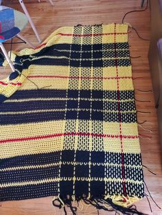 It seems everyone is working on some kind of blanket to keep them busy during these strange times, here is mine! It's my family's tartan and it's going to be by when it's all done Plaid Crochet, Crochet Quilt, Tunisian Crochet, Afghan Crochet Patterns, Crochet Home, Diy Crochet, Bobble Stitch Crochet Blanket, Crochet Prayer Shawls, Diy Couture