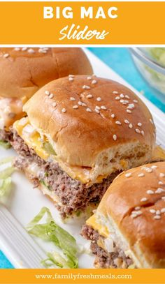 Big Mac Sliders Easy Meals For The Whole FamilyThe ultimate sandwich in a handy mini form.Pop quiz time: What's in a Big Mac?That was an easy one, right? Slider Recipes, Burger Recipes, Meat Recipes, Appetizer Recipes, Dinner Recipes, Cooking Recipes, Meat Appetizers, Grilling Recipes, Big Mac