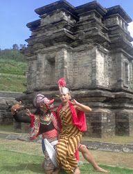 Lengger Dieng(Tari Topeng) adalah salah satu kesenianKhas Dieng-Wonosoboyang hampir bisa dipastikan selalu ada di setiap acara-acara pekan budaya di Dieng Plateau. Indonesia.