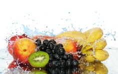 Eat These SERIOUSLY Water Rich Foods When Dehydrated Healthy Cake, Healthy Drinks, Healthy Eating, Diabetic Recipes, Snack Recipes, Grilled Steak Salad, Fruit Splash, Food Wallpaper, Diabetes Remedies