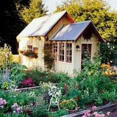Ideas Charming garden shed cottage style.love the flower bedsCharming garden shed cottage style.love the flower beds Shed Design, Garden Design, Landscape Design, Patio Design, Cottage Garden Sheds, Cottage Gardens, Backyard Cottage, Backyard Sheds, Outdoor Sheds