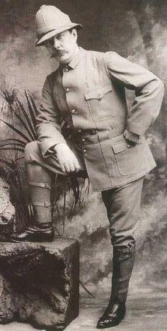 Sir Arthur Conan Doyle vestido de explorador británico