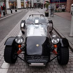 Amazing Lotus 7 on the streets Caterham Cars, Caterham Super 7, Caterham Seven, Classic Sports Cars, Classic Cars, Sport Cars, Race Cars, Lotus Sports Car, Vintage Cars