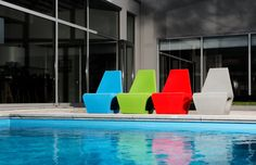 jellyfish house chair by Quinze and Milan Inside Pool, Geometric Furniture, Cute Furniture, Furniture Ideas, Pool Chairs, Love Chair, Milan, Modern Patio, Cozy Corner
