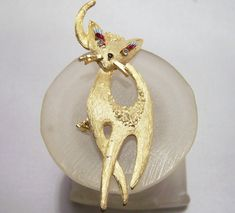 Vintage Mamselle Cat Pin Rhinestone Eyes Eye by GretelsTreasures