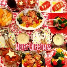 クリスマスパーティー チキンレッグ クリスマスツリーサラダ サーモンとアボカドとマッシュポテトのカップサラダ カプレーゼ ゆり根のポタージュ フルーツポンチ