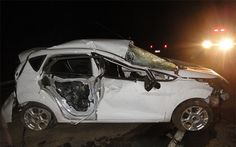 PORTAL DO  CAMALEÃO PHB: Veículo desvia de moto, sai da pista, bate em pedr...