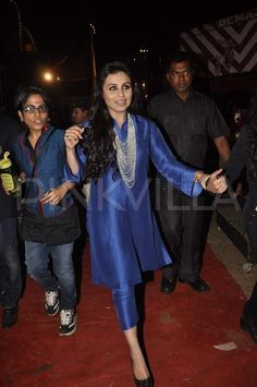 Rani Mukerji & Shilpa Shetty at Umang no jewelry~ Ditch your salwars and pair your short kurtas with cropped cigarette pants for a…The Mumbai police show, Umang 2014 took place yesterday. Indian Suits, Indian Attire, Indian Wear, Mode Bollywood, Bollywood Fashion, Designer Kurtis, Kurta Designs Women, Blouse Designs, Style Ethnique