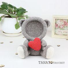 Ravelry: Photo Frame Loving BEAR pattern by Tatiana KucherovskaThis is a crochet pattern (PDF file) NOT a finished Photo Frame you see on the photos! Crochet Bear, Crochet Gifts, Crochet Animals, Baby Blanket Crochet, Crochet Dolls, Amigurumi Free, Crochet Home Decor, Handmade Toys, Crochet Projects