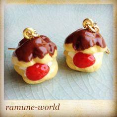 こんにちわ。ramune-worldのkeiです。作品を見てくださってありがとうございます。シュークリームの中にクリームとシューの上に少しチョコをかけました。... ハンドメイド、手作り、手仕事品の通販・販売・購入ならCreema。