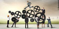 Firmenkundengeschäft an Banken und Sparkassen vorbei? FinTech-Startups greifen Banken und Sparkassen zunehmend auch im Firmenkundengeschäft mit kleinen und mittleren Unternehmen an. Quelle: Firmenk…