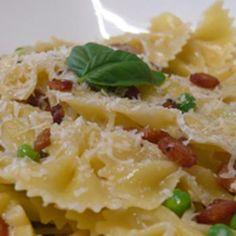 A Light, Summer Italian Pasta Dish with Peas, Pancetta, and Parmesan Recipe