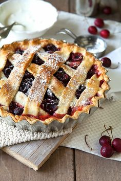 Divino Macaron: Old Fashioned Cherry Pie Cherry Recipes, Tart Recipes, Baking Recipes, Dessert Recipes, Pie Shop, Cute Desserts, Food Tasting, Aesthetic Food, Food Cravings