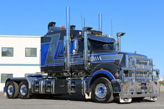 Now this is built for haulin' heavy loads! Mack Trucks, Big Rig Trucks, Semi Trucks, Cool Trucks, Train Truck, Road Train, Tow Truck, Custom Big Rigs, Custom Trucks