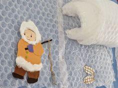 ESQUIMAL - Material: Plàstic de butllofes, cartolina, papers de colors, feltre, tisores, cola, cotó, cordill - Nivell: Menjador Infantil P5 14/15