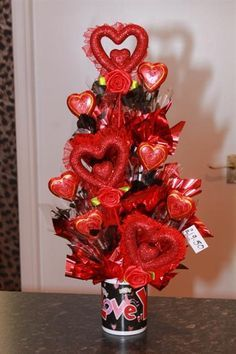 Learn how to make candy bouquets – Candy Bouquet Designs books. Start Candy Bouquet and Gift Basket Business or Do it for a hobby! Valentines Day Baskets, Valentine Day Crafts, Valentine Decorations, Bouquet Box, Candy Bouquet, Fundraiser Baskets, Candy Arrangements, Valentine Bouquet, Candy Crafts