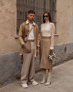 Milan fashion week streetstyle inspo Shot by for High Street Fashion, Milan Fashion, Mens Fashion, Fashion Trends, Couples Assortis, Parisian Girl, Matching Couple Outfits, Fashion Couple, Monochrome Fashion