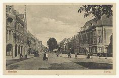 """Haarlem 1925 Zijlweg 2 met links de Sierkan, rechts Sociëteit """"Vereeniging"""""""