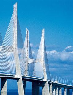 #Buonagiornata! Piena di sole e puntando al cielo! Vasco de Gama bridge, Lisbon, Portugal #architecture