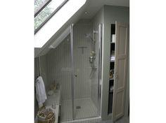 Une salle de bains sous les combles image
